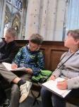 Дети рисуют в кельнском соборе